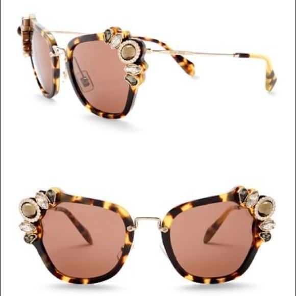 92416a42f9c5 Super chic embellished cat eye sunglasses